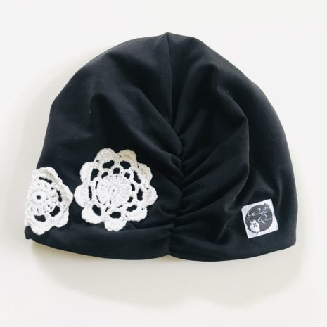 Kukkapipo musta
