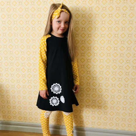 Musta-keltainen mekkotunika