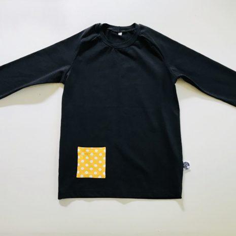 Musta paita taskulla