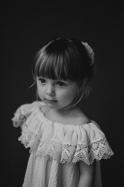 Lasten valkoinen off-shoulder pitsimekko