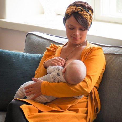 Kotimainen kietaisutunika, joka sopii myös imetykseen ja raskauteen