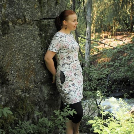 kotimainen-naisten-valkoinen-pioni-trikootunika