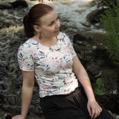 Kotimainen naisten t-paita, valkoinen pioni