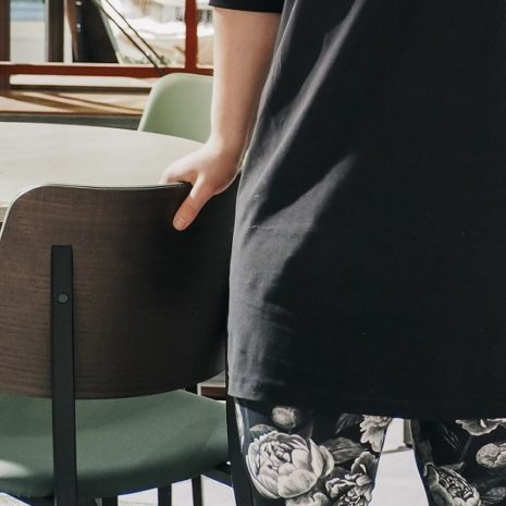Kotimainen musta trikootunika, suoralinjainen