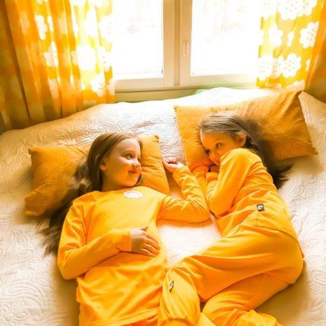 Kotimaiset lasten yövaatteet, YellowQuu